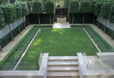 Renaud Overview from above of contemporary modern minimal formal style urban town garden with lawn low box hedge pleached lime Tilia trees Buddha zen oriental Japanese focal point Formal Garden Design, Backyard Garden Design, Back Gardens, Small Gardens, Modern Landscaping, Backyard Landscaping, Formal Gardens, Outdoor Gardens, Espalier