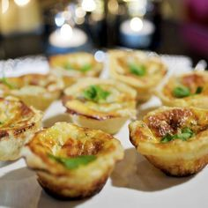 Minipajer med roquefort Tapas, Vegetarian Recipes, Snack Recipes, Cooking Recipes, Food Porn, Brunch, Good Food, Yummy Food, Swedish Recipes