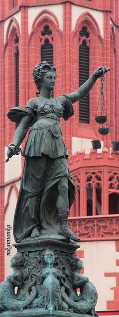ღღ Fountain of Justice, Frankfurt, Germany Copyright: Mariusz Kamionka I love fountains!!! Bucketlist#37