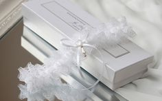 pure white lace wedding garter with gold - Handmade_by_Donna - Podwiązki
