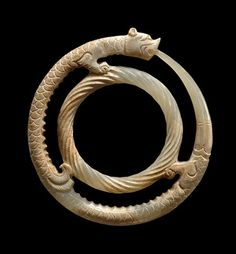 China, Pendant of a Double Ring Feline Dragon, Warring States Period, BCE. The beauty of jade Warring States Period and Han Dynasty jades on view at Throckmorton Fine Art - Alain. Ancient Jewelry, Antique Jewelry, Le Jade, Ouroboros, Warring States Period, Art Ancien, Chinese Patterns, China Art, China China