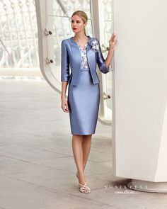 Classy photos of well dressed women. 60 Fashion, Fashion Dresses, Womens Fashion, Mob Dresses, Casual Dresses, Outfit Vestidos, Formal Chic, Maid Dress, Elegant Outfit