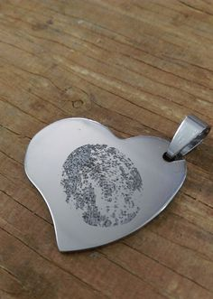 Items similar to Fingerprint Love Heart Keepsake - Personalised Necklace or Key Chain - Unique and Geeky Gift on Etsy Big Hair Bows, Little Presents, Etsy Handmade, Handmade Crafts, Etsy Business, Etsy Crafts, Baby Girl Gifts, Personalized Necklace, Etsy Jewelry