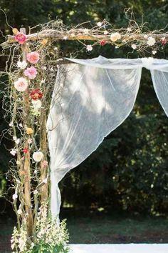 Créez-vous une arche de mariage parfaite en bois et avec des voiles