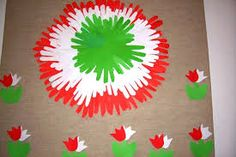 "Képtalálat a következőre: ""kokárda képek"" New Year's Crafts, Diy And Crafts, Arts And Crafts, 2nd Grade Activities, Preschool Activities, Indipendence Day, School Board Decoration, Independence Day Decoration, Birthday Charts"