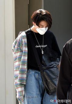 Jimin, Jungkook Outfit, Jungkook Style, Jungkook Fashion, Foto Jungkook, Jungkook Cute, Bts Taehyung, Foto Bts, Busan