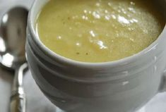 Potato-Leek-Soup flashback to Ireland Food Network Recipes, Cooking Recipes, Cooking Ideas, Healthy Life, Healthy Living, Soup Company, Soup In A Jar, The Kitchen Food Network, Potato Leek Soup