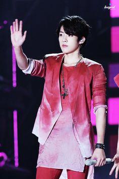 Sungyeol in Red is so hot <3