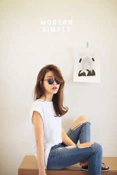 Trendy Hair Style : I like this plain look: white shirt torn jeans sunnglasses and then add cool shoes and maybe a cap et voilà. Korean Fashion Summer, Korean Street Fashion, Korea Fashion, Kpop Fashion, Asian Fashion, Fashion Beauty, Girl Fashion, Fashion Trends, Style Casual