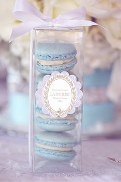 Discovered by Ʈђἰʂ Iᵴɲ'ʈ ᙢᶓ. Find images and videos about food, laduree and macarons on We Heart It - the app to get lost in what you love. Macaron Packaging, Food Packaging, Laduree Paris Macarons, French Macaroons, Pretty Pastel, Pastel Blue, Pastel Colors, Pink Purple, Wedding Favours