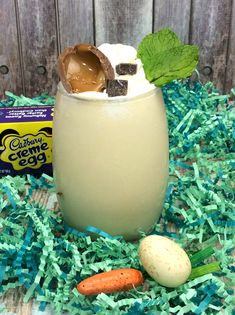 My Cadbury Creme Cocktail is insanely delicious and you have to be careful because you will literally drink wayyyy too much- they are THAT good. One of my favorite things about Springtime is the East Easter Cocktails, Cocktail And Mocktail, Spring Cocktails, Summer Drinks, Fun Drinks, Alcoholic Beverages, Mixed Drinks, Booze Drink, Recipes With Whipping Cream