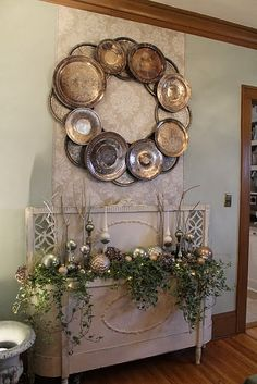 Dimples and Tangles: DOLLAR TREE METAL SERVING TRAY WREATH