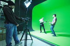 Cosa trovi al Bliss Coworking:  1 green screen / studio di posa con luci e impianto elettrico industriale
