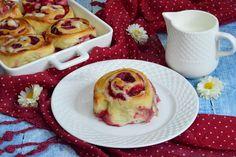 Rulouri cu zmeura - CAIETUL CU RETETE Sweets Recipes, Easter Recipes, Baking Recipes, Cake Recipes, Best Cinnamon Rolls, Homemade Sweets, Romanian Food, Healthy Sweets, Sweet Desserts