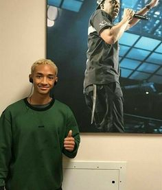 red table talk im in a really dark place and this picture genuinely makes it better:// Beatiful People, Beautiful Boys, Pretty Boys, Pretty People, Cute Boys, Jaden Smith Fashion, Willow And Jaden Smith, Hip Hop, Michael Ealy