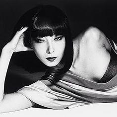 """Issey Miyake """"Sayoko Yamaguchi Wearing a Horse Net"""" Photo: Noriaki Yokosuka] Yamaguchi, Japanese Beauty, Japanese Girl, Asian Beauty, Vintage Japanese, Black Beauty, New Girl, Twiggy Model, Vogue Japan"""