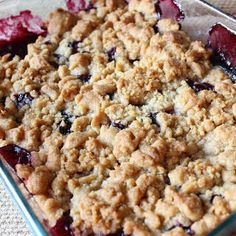 Apple Crumble Blueberries and apple come together, baked with a sugar cookie crumble to create a blueberry apple crumble to die for!Blueberries and apple come together, baked with a sugar cookie crumble to create a blueberry apple crumble to die for! Apple And Berry Crumble, Blackberry Crumble, Apple Crumble Recipe, Blueberry Crisp, Pie Crumble, Blueberry Desserts, Apple Crisp Recipes, Blueberry Apple Recipes, Cobbler Recipe