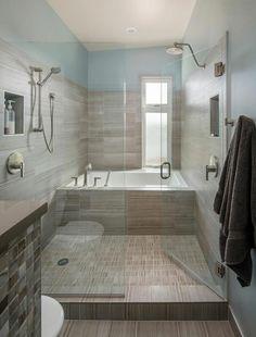 Paroi vitrée qui délimité l'espace de la douche et de la baignoire