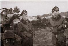 Lt. Heinrich Sturm, 4.JG 52, Maj. Gerhard Barkhorn, Gruppenkommandeur II.JG 52 und Maj. Wilhelm Batz, Gruppenkommandeur III.JG 52
