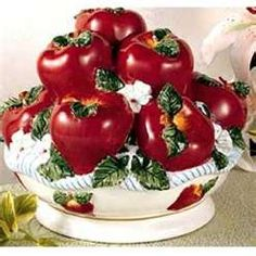 """Big Apple Centerpiece...dont like this either but a """"big apple"""" one could be cute. idk what the accessory would be tho"""