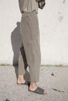 carpenter pants in cement | black crane.