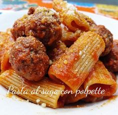 Share: Pasta al sugo con polpette La pasta al sugo con polpette è uno dei classici intramontabili della cucina italiana. Per la ricetta della pasta al sugo con polpette ho scelto un formato di pasta corta, nello specifico i rigatoni, che tendono ad imprigionare il sugo; ma se volete seguire la tradizione al cento per cento gli spaghetti sono il …