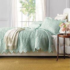 Victorian Aleah Scalloped Quilt Set