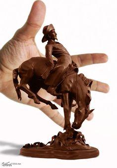 今にも動き出しそう!リアルなチョコレート彫刻集