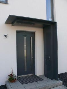Überdachung mit Seitenteil aus Alurohr mit Blechverkleidung, Briefkasten und Beleuchtung Karlsruhe-Neureut