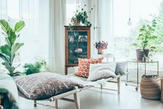 Less is Still More: Strike the Perfect Balance Between Cozy & Minimal (Apartment Therapy Main) Home Living Room, Living Spaces, Apartment Living, Interior Exterior, Interior Design, Minimal Apartment, Sweden House, Scandinavian Home, Creative Home