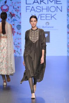 Payal Singhal at Lakmé Fashion Week summer/resort 2016 Source by Lakme Fashion Week, India Fashion, Asian Fashion, Latest Fashion, Indian Attire, Indian Wear, Pakistani Outfits, Indian Outfits, Quoi Porter