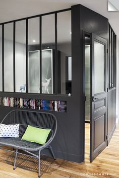 bonnesoeurs decoration espace nuit 06 salon verriere vitres d atelier niche maconne banquette rotin