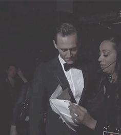 Tom Hiddleston at the Backstage of Emmys 2016. Source: Torrilla. Video:  http://tw.weibo.com/torilla/4023711110005172