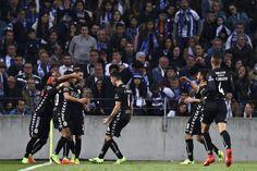 O empate do Setúbal no Dragão, alcançado com um golo de João Carvalho, soube a vitória para os adeptos do Benfica.