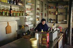 Ο άγνωστος «παράδεισος» των Ιωαννίνων: Ένα κουκλίστικο χωριό που ελάχιστοι γνωρίζουν Greek Cafe, Coffee Places, Greek Culture, Winter Destinations, Cafe Design, Athens, Liquor Cabinet, Around The Worlds, Traditional