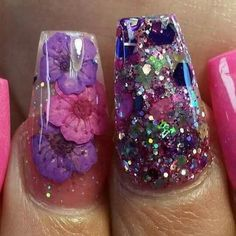 Aprende cómo decorar uñas con flores naturales
