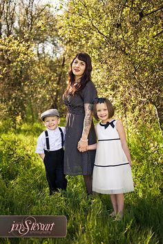 Family outfit inspired with a vintage flair. Family Outfits, Family Pics, Portrait Ideas, Inspiration Boards, Wardrobe Ideas, Engagement Shoots, Dress Code, Family Portraits, Portrait Photographers