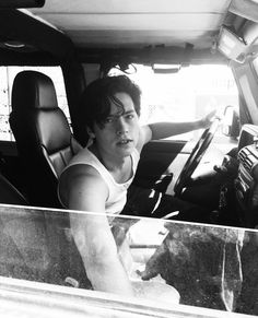 Cole Sprouse in Vancouver Cole M Sprouse, Sprouse Bros, Cole Sprouse Jughead, Dylan Sprouse, Dylan E Cole, Kpop, Zack Y Cody, Retro Pictures, Retro Pics