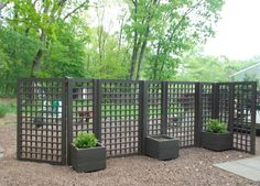 Check out these beautiful lattice fence design ideas that you will totally love! Pick the best idea that you love and decorate your backyard now! Privacy Fence Landscaping, Outdoor Privacy, Backyard Privacy, Privacy Fences, Backyard Fences, Privacy Screens, Landscaping Edging, Landscaping Software, Garden Fencing
