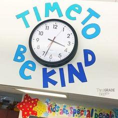 18 Creative Ways to Dress Up Your Classroom Clock Classroom Clock Decor and Upgrade Ideas – WeAreTeacehrs Classroom Clock, Middle School Classroom, Classroom Community, Classroom Setup, Classroom Design, Classroom Displays, Kindergarten Classroom, Future Classroom, Classroom Organization