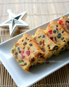 My mom loves fruit cakes. It's her favourite bake of the season. Well, actually she loves everything I bake, period. Is it now that I'm p...