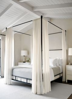 Tour This Stunning, Minimalist California Home That's Pared to Perfection – Master Bedroom Design & Guest Bedroom Design – einrichtungsideen wohnzimmer Master Bedroom Design, Dream Bedroom, Home Decor Bedroom, Modern Bedroom, Modern Canopy Bed, Airy Bedroom, Bedroom Ideas, Minimalist Bedroom, Bed With Canopy
