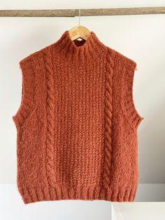Fødselsdags-vesten - FiftyFabulous Knit Vest Pattern, Lace Knitting Patterns, Knitting Designs, Crochet Clothes, Diy Clothes, Knit Fashion, Knitted Shawls, Baby Knitting, Yohji Yamamoto