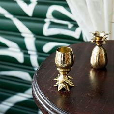 Hospitality in a glass. The pineapple has long been recognized as a symbol of hospitality and warm welcome. Welcome others to your home with this two-piece copper pineapple tumbler, a unique serving p Pineapple Co, Pineapple Tumbler, Pineapple Gifts, Pineapple Kitchen, Pineapple Express, Apollo Box, Porch Makeover, Shot Glass Set, Simple Baby Shower