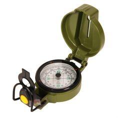 Nature & Découvertes Boussole graduée à visée et LED : pliante, cette boussole à bain d'huile en métal peut, grâce à sa ligne de visée, être tenue à hauteur d'oeil : on vise dans la direction de la marche à travers la fente et simultanément, on relève la position en degrés grâce à la lentille. Et avec sa LED intégrée, d'une simple pression, on peut lire l'échelle graduée à travers l'objectif pour s'orienter la nuit.