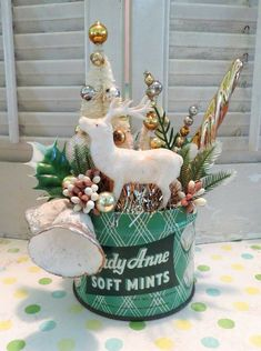 Image of Vintage Mint Tin with Deer and Christmas Winter Cheer Vintage Christmas Crafts, Retro Christmas Decorations, Diy Christmas Ornaments, Christmas Art, Christmas Projects, Holiday Crafts, Christmas Ideas, Christmas Mantles, Christmas Villages