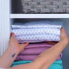 Learn how to fold and store you clothes properly. Now maintaining order has become much easier Learn how to fold and store you clothes properly. Now maintaining order has become much easier Organisation Hacks, Closet Organization, Organizing, Diy Crafts Hacks, Diy Home Crafts, Simple Life Hacks, Useful Life Hacks, Diy Clothes And Shoes, Everyday Hacks