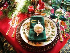 Awesome 26 Impressive Christmas Tablescapes Centerpieces Ideas https://fancydecors.co/2017/10/23/26-impressive-christmas-tablescapes-centerpieces-ideas/ Decide if you prefer a single focal point like a tall centerpiece or if you'd like your tablescape to stretch the duration of your table. With the perfect blend of colours and bright ideas, it's possible to surely create these. You are certain to come away with tons of new suggestions for your own holiday tables.