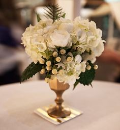 14 Quick & Stylish Party-Throwing Tips...pretty flowers.