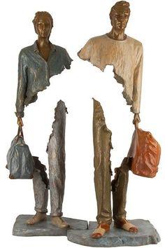 Bruno Catalano est un artiste français qui réalise des sculptures d'un genre particulier. Dans sa série des voyageurs, il explore le creux, en amputant une certaine partie du corps humain aux figures qu'il réalise. L'artiste travaille avec le bronze, son oeuvre donne tout son sens quand elle est exposée dans un environnement urbain.
